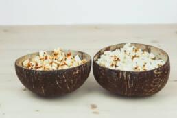 Pop corn salé et sucré dans bol coco