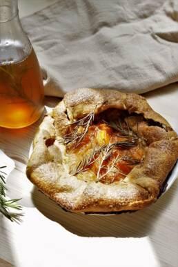 Tarte rustique abricot romarin